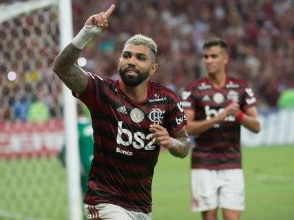 Flamengo bate Bahia de virada e fica a 3 vitórias do título do Brasileirão