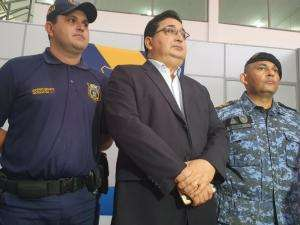 """Secretário admite falha e ação """"equivocada"""" de guardas em protesto"""