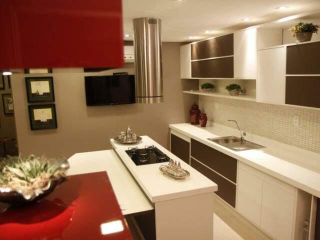 Arquiteta trabalhou funcionalidade ao otimizar espaço com armários ventilados.