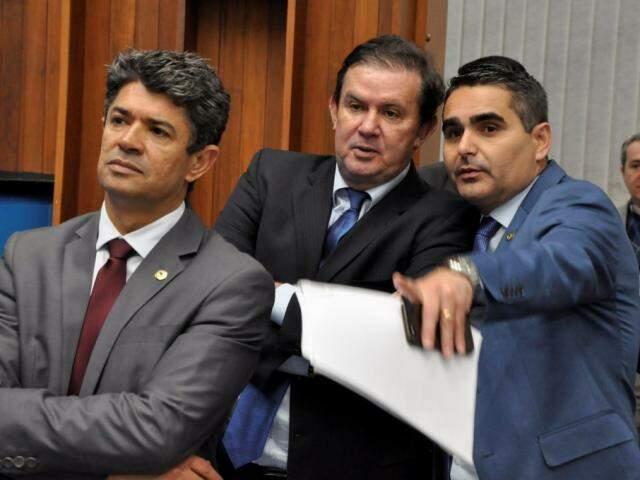 Deputados Rinaldo Modesto (PSDB), Eduardo Rocha (MDB) e Herculano Borges (SD), durante a sessão (Foto: Victor Chileno/ALMS)
