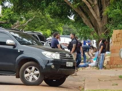 Ação contra tio de Pavão apreendeu armas, dinheiro e carros blindados