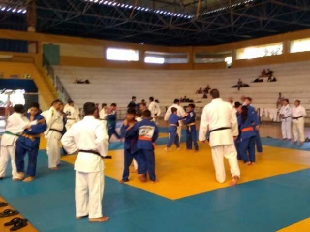 Judocas da base de MS treinam para as próximas competições (Foto: Bruna Kaspary)