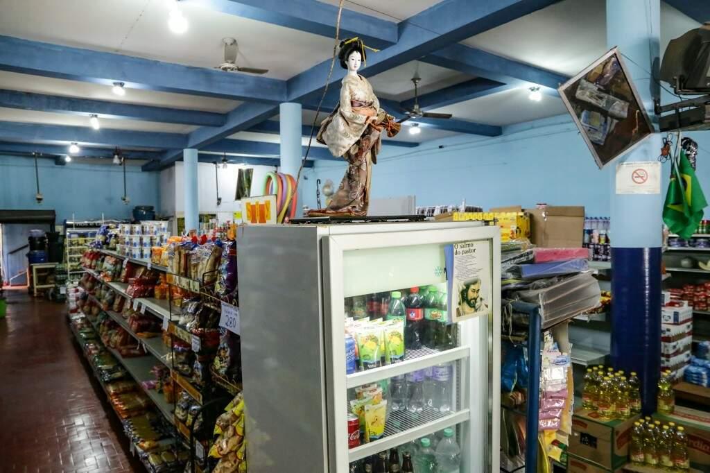 O mercado mantém a estrutura antiga de quando iniciou no bairro (Foto: Kisie Ainoã)