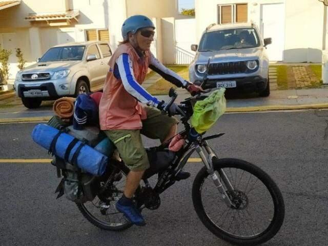 Konstantin chegando à casa de Dimmy, sua hospedagem por um dia em Campo Grande.