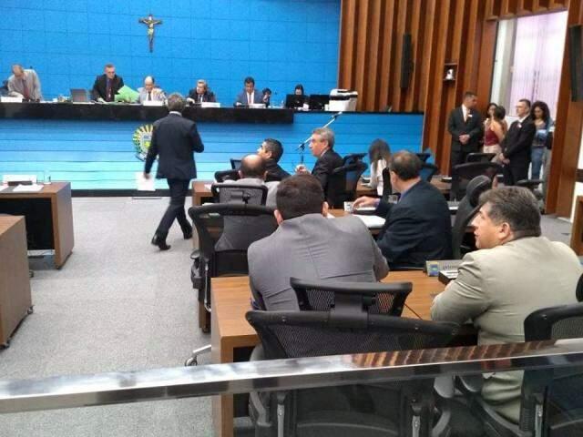 Deputados durante sessão desta quarta-feira, na Assembleia Legislativa (Foto: Leonardo Rocha)