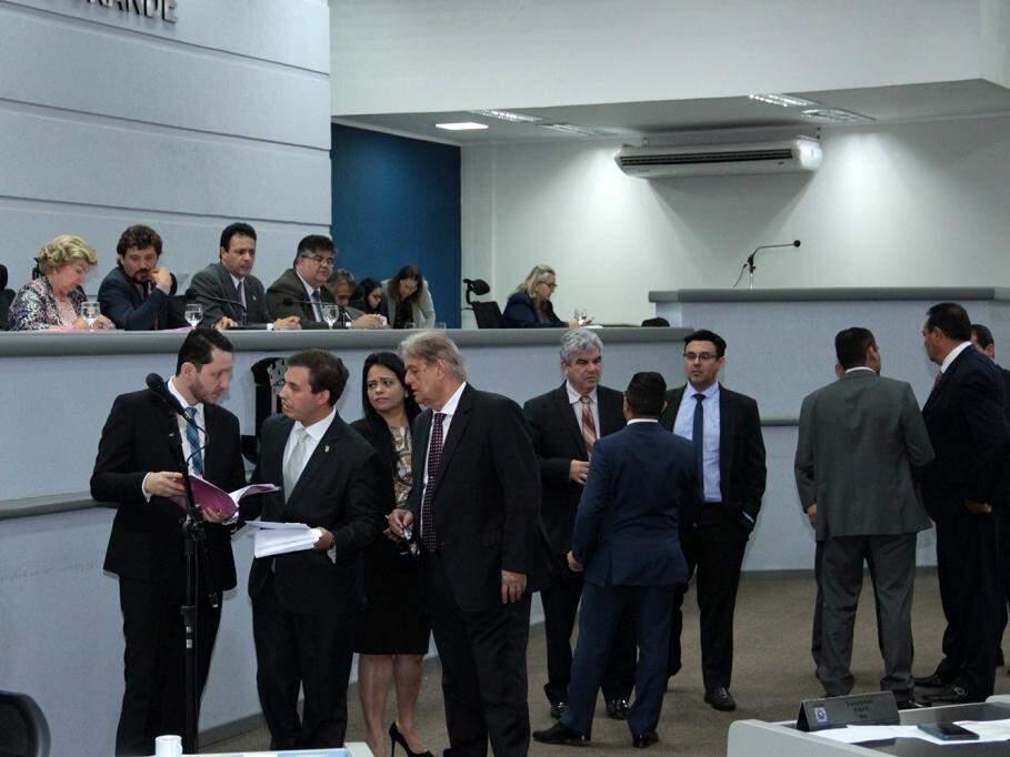 Vereadores no plenário durante a sessão desta quinta-feira (Foto: CMCG/Arquivo)