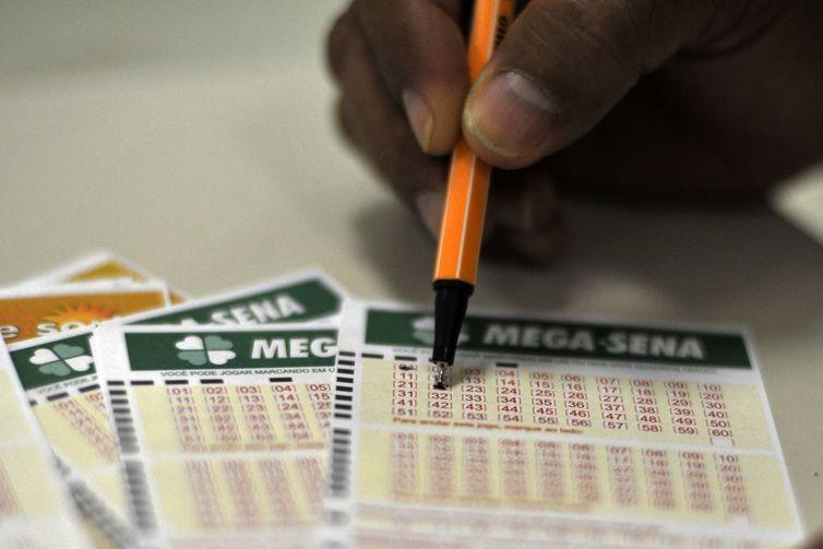 Apostas podem ser feitas em casas lotéricas ou pelo sistema online de loterias da Caixa. (Foto:  - Arquivo)