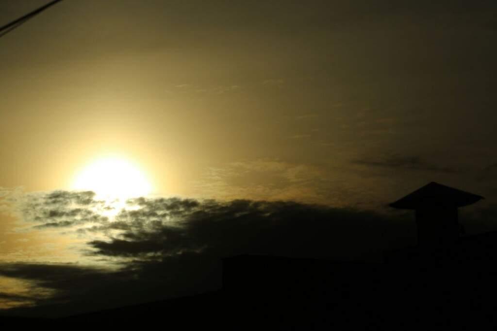 Sol está forte na manhã deste domingo e deve chover, sobretudo à tarde (Foto: André Bittar)