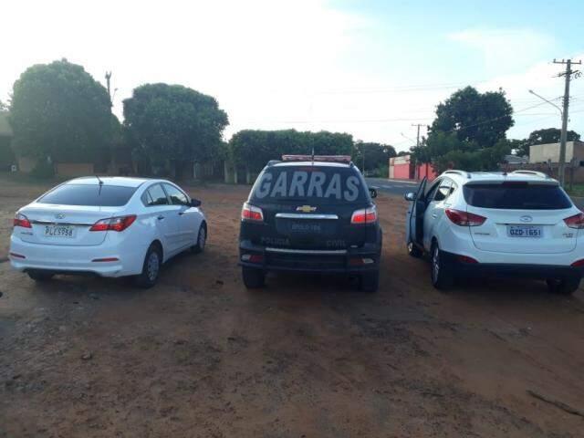 Veículos foram apreendidos às margens da rodovia (Foto: Divulgação)