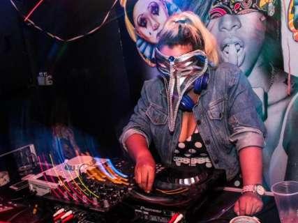 Com baile de máscaras e blocos, bares e casas noturnas também terão Carnaval