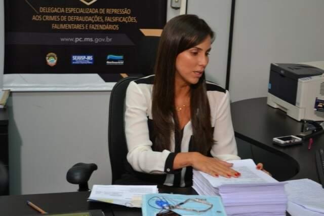 Delegada Ariene, da Dedfaz, conduz as investigações sobre as vendas irregulares de imóveis. (Foto: Arquivo/Campo Grande News)