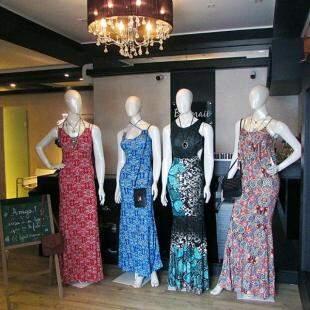 Vestidos Longo R$ 79,90 - Bolsinha R$ 19,90 - Foto Divulgação