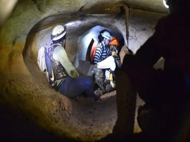 Exploração em caverna realizada pelos pesquisadores do projeto Potiicoara. (Foto: Divulgação?Projeto Potiicoara)