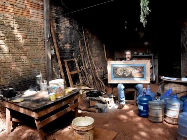 Faz quase 8 anos que Sérgio de Sá mora em uma espécie de barracão no Monte Castelo. (Foto: Roberto Higa)
