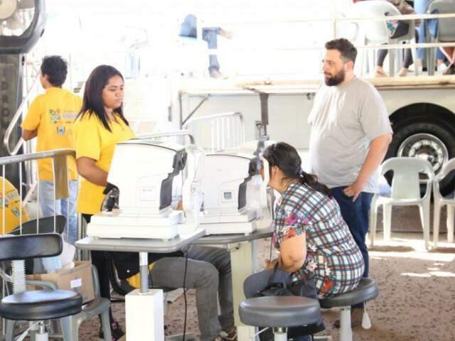 Hospital Regional Rosa Pedrossian, em Campo Grande, recebeu etapa da Caravana da Saúde (Foto: Paulo Francis)