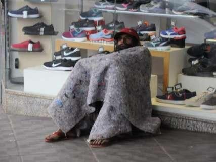 Com previsão de frio intenso, secretaria quer distribuir 80 mil cobertores