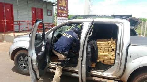 Motorista abandona caminhonete com 800 kg de maconha na BR-163