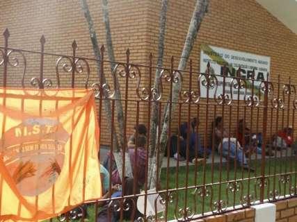 Sem-terra invadem prédio do Incra em Dourados; servidores ainda estão no local