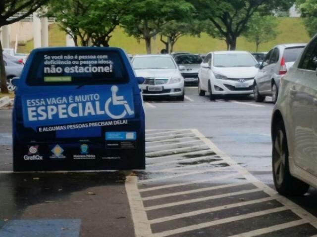 Campanha no Shopping Campo Grande agora tem sinalização bem maior.