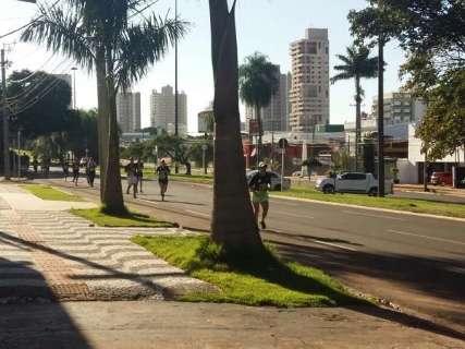 Trânsito fica lento durante corrida contra corrupção na Afonso Pena