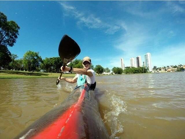 Canoístas utilizam o lago do Parque das Nações Indígenas para treinar (Foto: Divulgação/ FCaMS)
