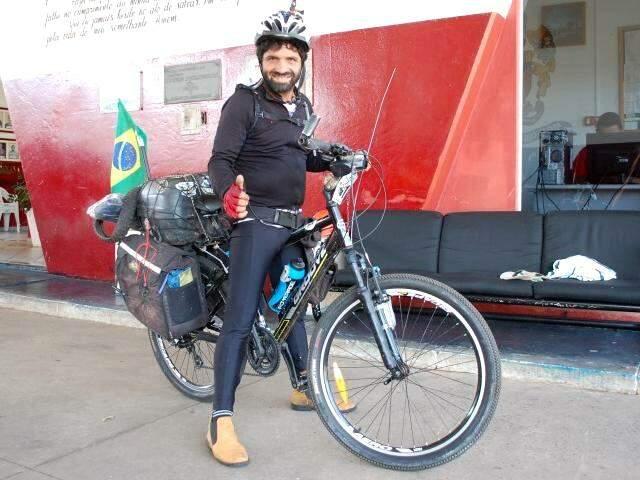 O rapaz já passou por contabiliza 20 estados brasileiros e 17 países. (Foto:Adriano Fernandes)