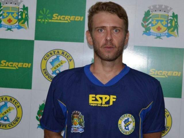 Lateral Paulinho é acusado de ter jogado de forma irregular no Campeonato Estadual (Foto: Costa Rica/Divulgação)