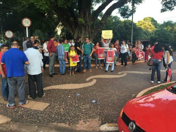 Lideranças e militância do PT no cruzamento da Afonso Pena com a 14 de Julho. (Foto: Guilherme Henri).