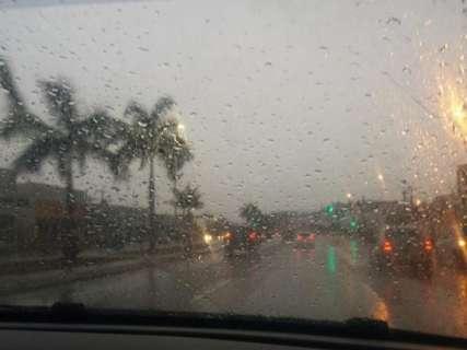 Virada no tempo é o comentário da manhã e leitor mostra chuva nos 4 cantos