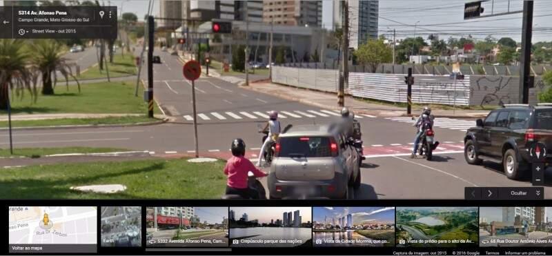 Em consulta feita por Ronan ao aplicativo Google Maps, a placa  aparece na foto tirada em Outubro de 2015. (Foto: Direto das Ruas)