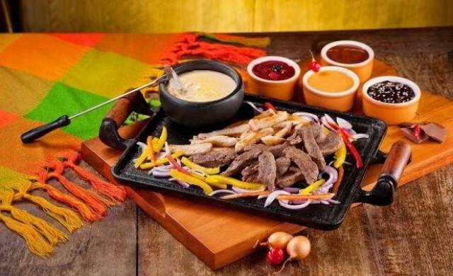 No Guacamole, o fondue é mexicano, para comer com filé mignon, por R$ 94,90.