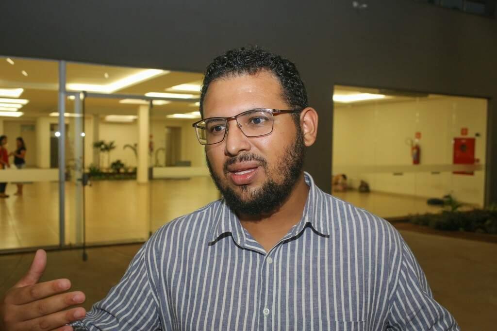 O aluno, Danilo Lopes é da etnia Pitaguary e pretende trabalhar com saúde dos povos indígena (Foto: Paulo Francis)