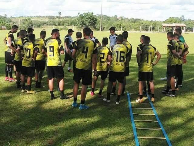Elenco do Botafogo faz atividade no campo do Sinpol. (Foto: Divulgação)