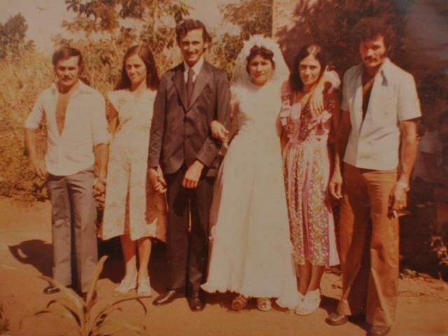 Da esquerda para a direita: Zezinho e Hilda, os últimos noivos José e Odina e Maria e Getúlio. (Fotos: Arquivo Pessoal)