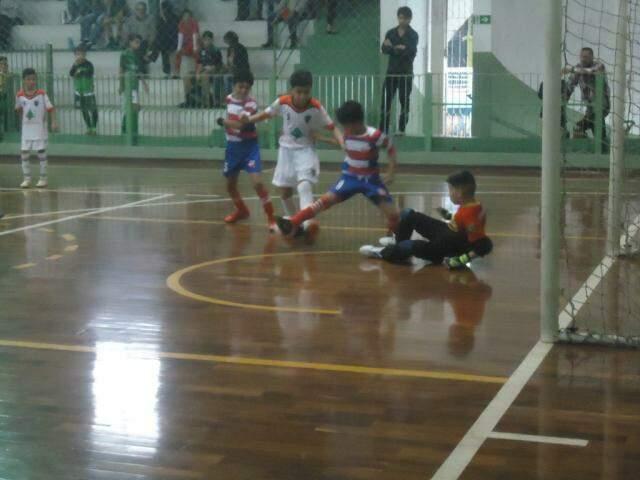 Atletas de duas equipes que participam da Copa Pelezinho  (Foto: Divulgação)
