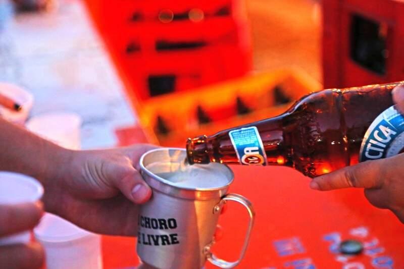 Horas de cerveja à vontade nem sempre é suficiente durante festa. (Foto: André Bittar)