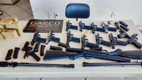 Gaeco e PRF apreendem arsenal transportado para MG com 12 pistolas