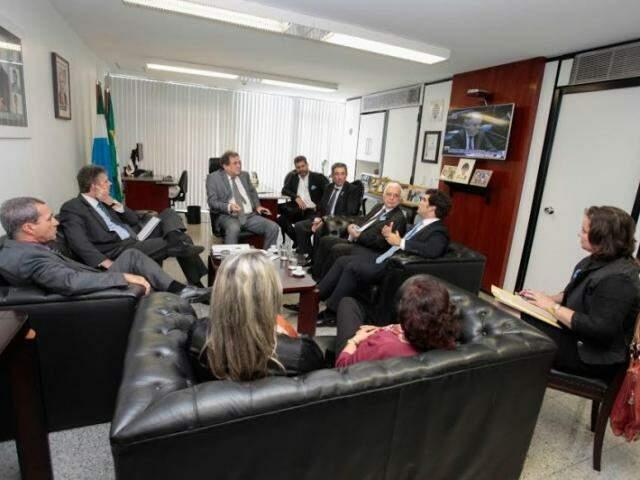 Reunião que acertou entrada do MS no Plano Nacional aconteceu no gabinete de Moka (Foto: Divulgação)