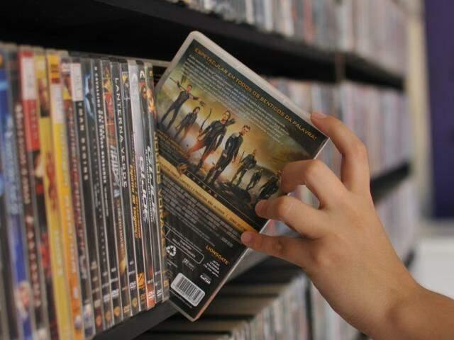 Locadoras carregam na memória o prazer de escolher os melhores filmes. (Foto: Alcides Neto)