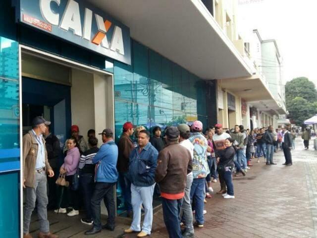 Em Campo Grande, saque do FGTS pode ser feito hoje ou só na quarta-feira. (Foto: Ricardo Campos Jr.)