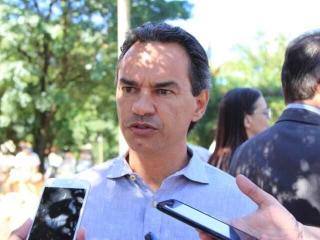 Prefeito Marquinhos Trad (PSD) concedeu entrevista durante evento na Praça do Rádio Clube (Foto: Marina Pacheco)