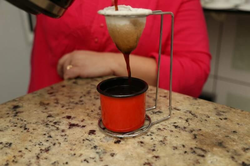O café com o cumprimento de bom dia e o acréscimo de por favor sai mais barato. (Foto: Fernando Antunes)
