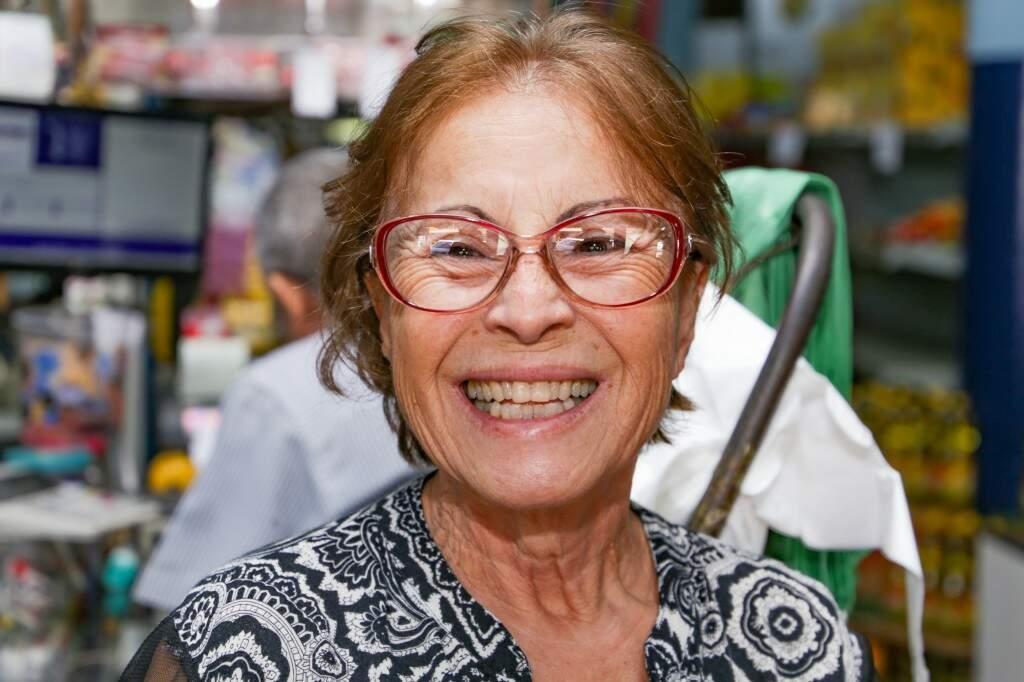 Clotildes Elias Tavares é sorridente e conhecida por Clô (Foto: Kisie Ainoã)