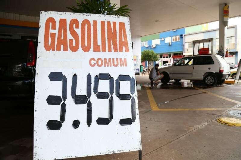 Preço segue inalterado após Petrobras anunciar redução.  (Foto: Marcos Ermínio)