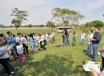 Plantio de mudas e trilha ecológica em parque ambiental marcam Dia da Árvore