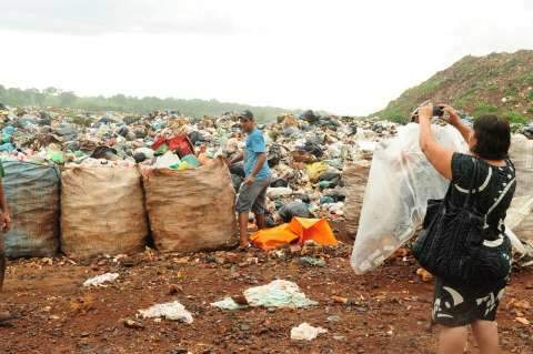 Defensoria diz que Prefeitura não pode criar horário para o lixão