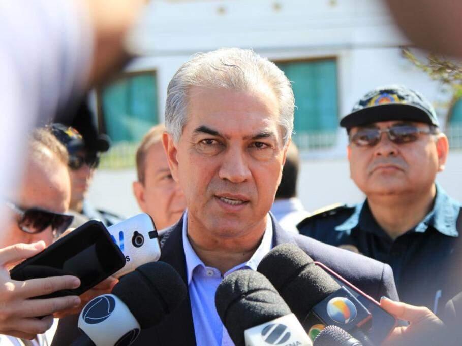 Governador Reinaldo Azambuja em entrevista durante agenda pública na manhã desta segunda-feira (Foto: Marina Pacheco)