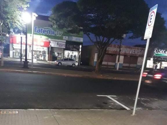"""No centro de Dourados, chuvisco """"não deu nem para baixar poeira"""", informaram moradores. (Foto: Direto das Ruas)"""
