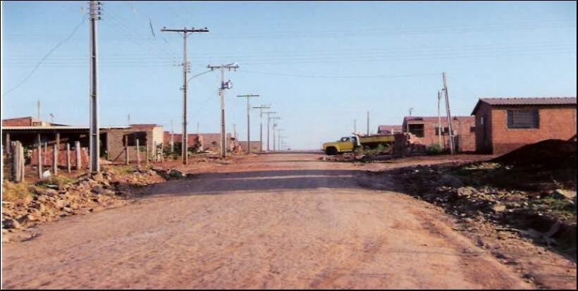 Sagarana, rua principal do Zé Pereira em 1995. (Foto: Arquivo Sanesul)