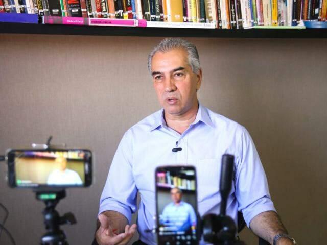 Reinaldo Azambuja (PSDB) durante entrevista (Foto: Paulo Francis - Arquivo)